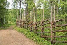 Finland: riukuaita Natural Fence, Outdoor Crafts, Garden Fencing, Fence Design, Environment Design, Diy Patio, Dream Garden, Countryside, Outdoor Structures