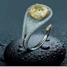 Such a pretty design with the yellow diamond!