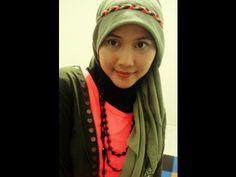 An easy tutorial to wear Paris hijab style tutorial with the Headband... Just Grab it! Find us on Facebook at http://www.facebook.com/CaraMemakaiJilbab1