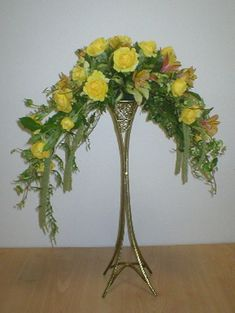 Our society promotes Floral Art and 'Friendship Through Flowers' in Perth, Western Australia. We welcome you to join our friendly society. Funeral Flower Arrangements, Modern Flower Arrangements, Funeral Flowers, Concrete Garden Ornaments, Jam Jar Flowers, Eiffel Tower Vases, Flower Chart, Alpine Flowers, Traditional Design