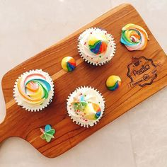 When a child see the bright colors of a rainbow, they will smile. And that smile is the most precious smile ever. That no luxury in this life can replace. And that is why I give even more. A rainbow meringue cupcakes. #cakecharity #foodporn #foodie #dessertgram #meringuecupcakes #jualan #jualcupcakes #cupcakesjakarta #flatlays #blavityfoodie #foodieflatlays #sweettooth #sweettoothforever #ilovefood #food #foodporn #foodstagram #cute #rainbow #ootd #potd #sweeet ingredients by…