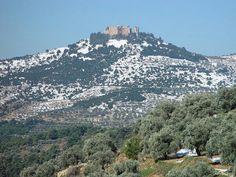 قلعة عجلون وهي ترتدي الثوب الابيض