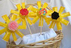 Manualidad para niños. Originales flores con vasos de plástico. - Manualidades para decorar - Manualidades para niños - Charhadas.com