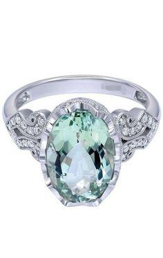 Emerald Ring / Emerald Engagement Ring / Diamond Emerald Ring / May Birthstone Ring / Gold Emerald Ring / Green Emerald Engagement Ring - Fine Jewelry Ideas Gemstone Jewelry, Jewelry Rings, Jewelry Accessories, Fine Jewelry, Jewelry Design, Jewlery, Pretty Rings, Beautiful Rings, Engagement Jewelry