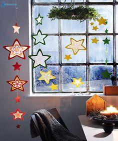 Transparentpapier-Sterne ausmalen, ausschneiden, zwischen zwei Rahmen kleben. Als #Girlande mit Goldgarn auffädeln oder als #Fensterbild mit transparentem Fensterkleber befestigen.Hier erhältlich: ► https://wehrfritz.com/sachenmacher-sterngirlande-mandala-winter-weihnachten-sachenmacher/p/091783_1?zg=sachenmacher_wecom&ref_id=60848&utm_campaign=sm_all&utm_medium=sm&utm_source=pinterest&utm_content=091783 #Weihnachten #Papier #Kinder #Dekoration