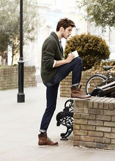 Dark wash jeans, green cardigan, brown boots. So simple yet so appealing.