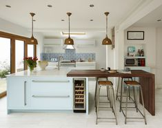 Styling a kitchen island with seating: 13 beautiful looks and ideas to try Kitchen With Long Island, Modern Kitchen Island, Kitchen Island With Seating, Kitchen Island Extension Ideas, Islands With Seating, Outdoor Kitchen Design, Diy Kitchen, Kitchen Decor, Kitchen Ideas