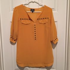 60f443bab190 NWOT Mustard Top Shirt Blouse Can be worn to work