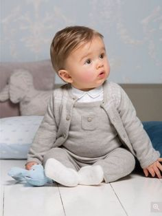 knit gender neutral baby outfit