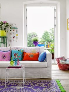 www.eyefordesignlfd.blogspot.com: Decorating With Bright Colors In White Interiors........Trendy In 2014