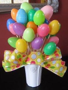 Easter Egg Bouquet ~ also a good last minute centerpiece idea for your Easter table or children's party. Easter Egg Bouquet ~ also a good last minute centerpiece idea for your Easter table or children's party. Hoppy Easter, Easter Bunny, Easter Eggs, Easter Table, Easter Party, Easter 2018, Easter Dinner, Easter Crafts For Adults, Kids Crafts
