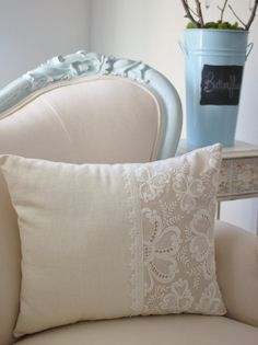 Vintage French cutwork embroidery pillow w/cream whimsy floral design(Cojines Diy Ideas)