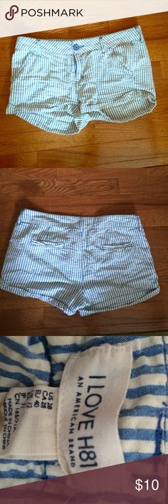 Seersucker A&E Shorts! Small Baby blue and white seersucker American Eagle shorts! Size small or 28 around. American Eagle Outfitters Shorts