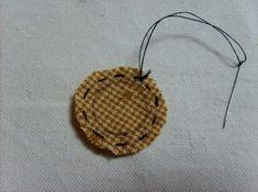 데이지 꽃만들기 과정샷~ : 네이버 블로그 Textiles, Hand Quilting, Straw Bag, Diy And Crafts, Crochet Earrings, Quilts, Wallet, Blog, Jewelry