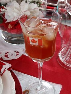 25 Canada Day Food Decoration Ideas, Themed Edible Decorations for Party Table