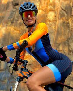 Harley And Joker Love, Mountain Biking Women, Female Cyclist, Cycling Girls, Cycle Chic, Bicycle Girl, Bike Style, Athletic Women, Sport Girl