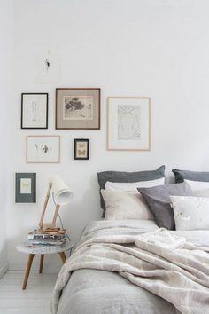 Olha só que lindeza ficou eles assim pro landinho né? Saindo do clichê dos quadros centralizados com a cabeceira da cama.: