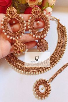 Antique Jewellery Designs, Fancy Jewellery, Gold Jewellery Design, Gold Jewelry, Diamond Jewellery, Stylish Jewelry, Jewelry Bracelets, Fashion Jewelry, Indian Bridal Jewelry Sets