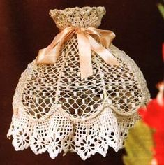 Victorian Crochet Lace Lampshade / A Lovely Thing Crochet Decoration, Crochet Home Decor, Crochet Crafts, Crochet Projects, Diy Crafts, Thread Crochet, Filet Crochet, Crochet Lace, Crochet Stitches