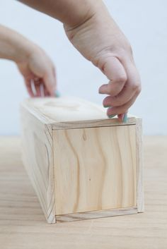 Make your own wine box ~ Simply DIY