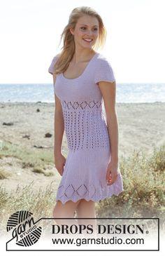 Strikket DROPS kjole i Cotton Light med korte ærmer, hulmønster og retstrik. Str S - XXXL. Gratis opskrifter fra DROPS Design.