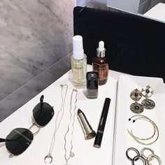 We get it, it's hard to ditch the iron. Luckily, the OUAI hair oil acts as a heat protectant and keeps color from fading.