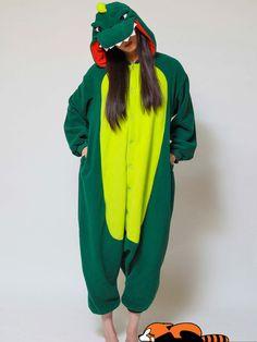 10 combinaisons régressives pour passer l'hiver au chaud  La combi dinosaure Kigurumi, 60 euros. Pyjamas, Adult Pajamas, Fleece Pajamas, Onesie Pajamas, Adult Costumes, Animal Costumes, Harem Pants, Boy Outfits, Cosplay