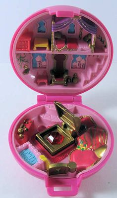 Polly pocket... I HAD THIS ONE