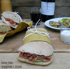 Panino con crudo, squacquerone e zucchine, il panino 10 e lode Panini Sandwiches, Sandwiches For Lunch, How To Make Bread, Food To Make, Croissant Recipe, Tapas Bar, Best Italian Recipes, Safe Food, Finger Foods