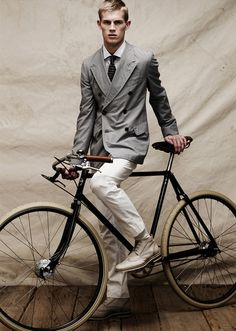 Very Classy bikes & cycling fashion!  Pashley Guvnor http://www.pashley.co.uk/products/guvnor.html