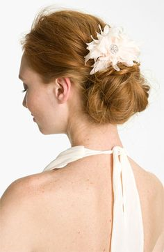 'blushing bloom' floral hairpiece http://rstyle.me/n/kd3z5r9te