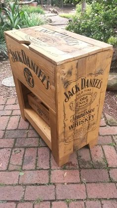 Other Outdoor Furniture - Replica 1940's Jack Daniel's Cooler, with Wooden Crate, Opener, and Storage. was listed for R1,450.00 on 14 Mar at 15:02 by alshebrugar in Johannesburg (ID:175800016)