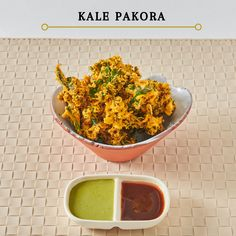 Kale Pakora-Frityrstekt grønnkål i en kikerter-røre,serveres med mint og tamarind saus.Deep fried kale in a chickpea mix, served with mint and tamarind sauce to dunk for a crispy snack . Chana Masala, Kale, Snacks, Ethnic Recipes, Food, Tapas Food, Appetizers, Meal, Essen