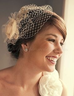 Wonderful birdcage veil, perfect for a traditional touch 1950s Hairstyles, Loose Hairstyles, Vintage Hairstyles, Wedding Hairstyles, Bridal Hairstyle, Bridal Braids, Vintage Wedding Hair, Vintage Birdcage Veils, Vintage Weddings