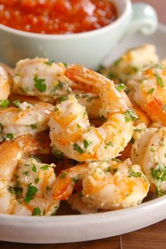 Garlicky Shrimp Cocktail Garlicky Shrimp Cocktail DIRECTIONS Preheat oven to 400 degrees F. Line a large baking sheet with parchment paper. In a large bowl, mix together all ingredients. Place shrimp on baking sheet and roast until golden and cooked throu Shrimp Appetizers, Shrimp Dishes, Appetizers For Party, Appetizer Recipes, Christmas Appetizers, Appetizer Ideas, Shrimp Pasta, Shrimp Recipes Easy, Fish Recipes
