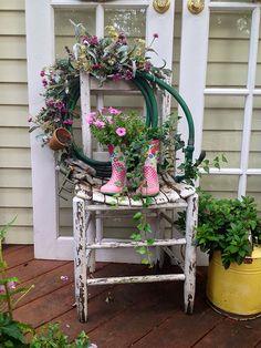 DIY Summer Hose and Flower Wreath Display