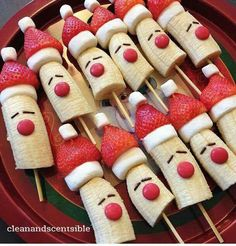Bananas strawberries marshmallows  add m & m nose & sprinkle eyes Healthy Christmas Treats, Kids Christmas Treats, Christmas Lunch Ideas, Christmas Dessert For Kids, Chrismas Food Ideas, Christmas Recipes For Kids, Xmas Food, Healthy Holiday Recipes, Christmas Decorations For Kids