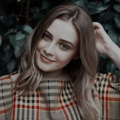 (99+) josephine langford | Tumblr Cool Girl Pictures, Girl Photos, Beach Photography Poses, Classy Work Outfits, Aesthetic Photography Nature, Goth Beauty, Brunette Girl, Dress Shirts For Women, Girl Photo Poses