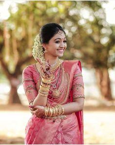 Ideas for indian bridal sari hindus Kerala Wedding Saree, Bridal Sarees South Indian, Indian Wedding Bride, Kerala Bride, Indian Bridal Outfits, Wedding Silk Saree, Indian Bridal Fashion, Kerala Saree, Indian Bridal Wear