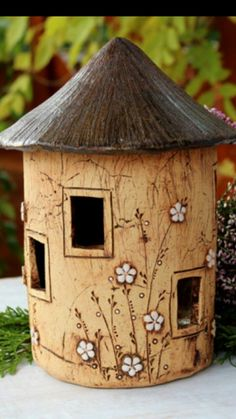 Newest Cost-Free Slab pottery birdhouse Strategies Clay Houses, Ceramic Houses, Ceramic Clay, Bird Houses, Hand Built Pottery, Slab Pottery, Ceramic Pottery, Pottery Art, Pottery Painting Designs