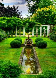 Este jardim francês é charmoso e elegante - Gartengestaltung: Französischer Garten - Formal Gardens, Outdoor Gardens, Landscape Architecture, Landscape Design, Landscape Structure, Green Landscape, House Architecture, The Secret Garden, Garden Pictures