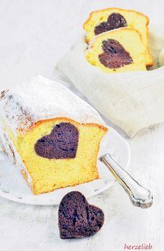 Ein einfacher Sandkuchen mit einem Herz aus Kakao. Von außen ganz unscheinbar, aber beim Aufschneiden ein Hingucker. Das Rezept gibts auf dem Blog.