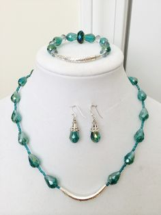 Handmade jewelry set Beaded Jewellery, Wire Jewelry, Jewelry Sets, Handmade Jewelry, Jewelry Making, Necklace Set, Beaded Necklace, Turquoise Necklace, China