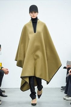 Capsule Wardrobe, Poncho Design, Form Design, Cape Coat, Winter Fashion, Fashion Show, Cashmere, Normcore, Beautiful Women
