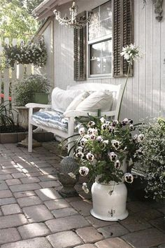 Shabby Chic Interior Design Ideas For Your Home Shabby Chic Interiors, Shabby Chic Decor, Vintage Interiors, Outdoor Rooms, Outdoor Furniture Sets, Outdoor Decor, Outdoor Planters, Outdoor Gardens, Backyard Fences