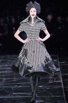 Alexander McQueen Fall 2009 Ready-to-Wear - Collection - Gallery - Style.com