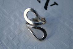 Modernistisk ring i sølv. Norway Silver Designs. PLUS. Anna Greta Eker