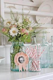 Mason jar flower arrangements, table arrangements, home decor styles, decor Mason Jar Flower Arrangements, Mason Jar Flowers, Table Arrangements, Mason Jars, Shabby Flowers, Fresh Flowers, Beautiful Flowers, Vibeke Design, Salon Art