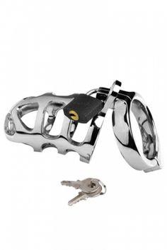 Cage de chasteté en métal lourd. Elle ferme avec un cadenas. 2 clefs sont fournies.