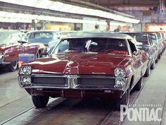 Pontiac Assembly Line 1967 Bonneville Pontiac Cars, Chevrolet Corvette, Retro Cars, Vintage Cars, Vintage Auto, Vintage Signs, Cadillac, Chevy Dealerships, Pontiac Catalina